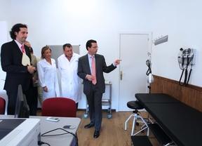 El consejero de Sanidad de la Comunidad de Madrid, Javier Fernández-Lasquetty inaugurando el centro sanitario 'Venturada' de Cotos de Monterrey