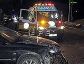 Muere un conductor al empotrarse contra un camión en Móstoles