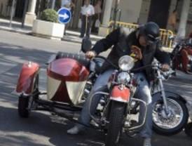 Más de 140 motos clásicas recorren las calles de Barajas