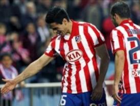 El Atlético mantiene su ilusión europea ante un decepcionante Deportivo