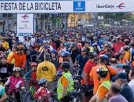 Miles de bicicletas toman las calles de Madrid