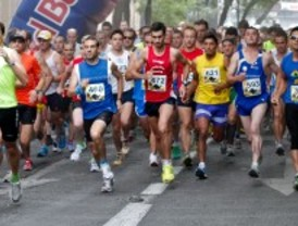 La carrera de los 10 kilómetros del Orgulo reúne a un millar de corredores
