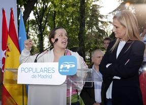 Aguirre y Cifuentes ceden el micrófono a antidesahucios en un mitin en Villaverde