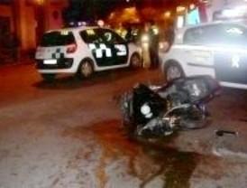 Un motorista, muy grave tras chocar contra un taxi