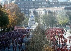 6.000 corredores vestidos de Papá Noel dan el pistolezo de salida a la Navidad