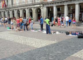 Los manteros invaden la plaza Mayor