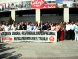 Unas 400 personas se concentran en Getafe por el trabajador fallecido