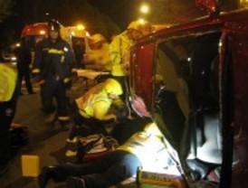 Una chica de 17 años, grave tras volcar la furgoneta en la que iba