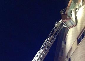 Arde el tercer piso de un bloque de viviendas de San Fernando