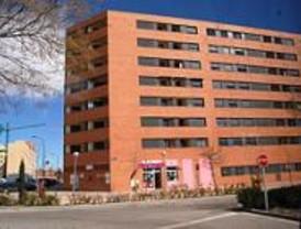 El Ayuntamiento entrega 60 pisos protegidos en el Ensanche de Vallecas