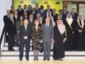 Los Reyes presiden el acto constitutivo del Alto Patronato de la Casa Árabe