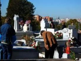El Ayuntamiento refuerza el transporte a los cementerios un 43 por ciento