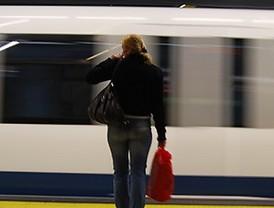 Los trabajadores de Metro inician la huelga con una protesta contra los recortes en Sol
