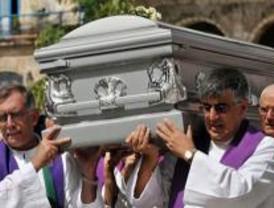 Llega a Barajas el cuerpo del sacerdote asesinado en Cuba