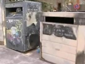 Grupos de jóvenes se enfrentaron con la Guardia Civil y quemaron contenedores y coches
