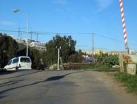 Adif eliminará dos pasos a nivel de la red ferroviaria a su paso por Los Molinos