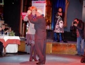 184 mayores bailan samba y chotis en El Retiro