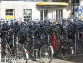 Piden poder aparcar bicis en los aparcamientos públicos