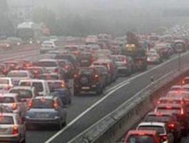 La niebla dificulta el tráfico matutino
