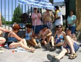 Los vecinos de Aluche denuncian que es el 2º año que no se abre la piscina municipal
