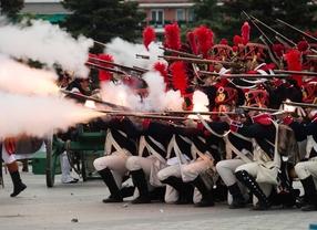 Más de 250 voluntarios recrean los sucesos del 2 de Mayo en la Plaza de Oriente