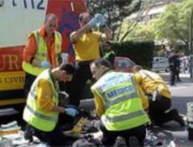 Herido muy grave un hombre atropellado por un coche y una moto en Arturo Soria