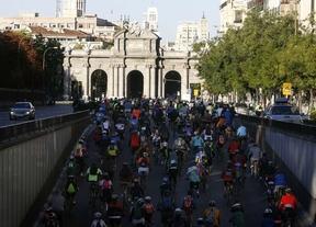 100.000 ciclistas toman Madrid en el Día de la Bici