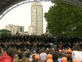Sinfónica protesta de la orquesta de RTVE en la Plaza de Oriente de Madrid