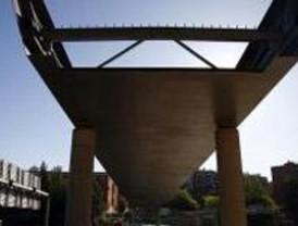 La colocación de la nueva pasarela peatonal volverá a cortar el jueves un tramo de la M-30