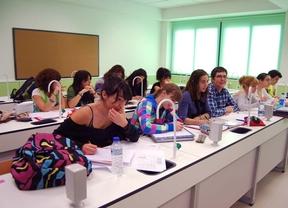 Estudiantes de Bachillerato en clase de Química