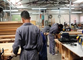 Estudiantes de carpintería en una UFIL