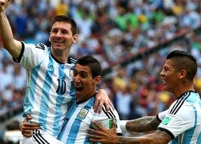 Un doblete de Messi coloca a Argentina primera