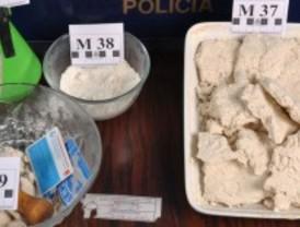 Tres detenidos por 'cocinar' productos químicos para adulterar estupefacientes