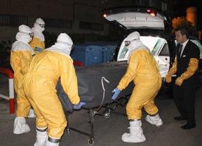Ébola: Sanidad baraja como hipótesis la manipulación del traje