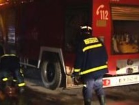 Tres heridos, uno de gravedad, tras un incendio en el poblado chabolista de Valdemingómez
