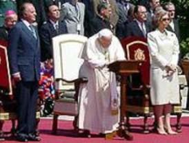 Jóvenes madrileños recogen firmas para dar el nombre de Juan Pablo II a una estación