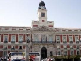 Encuentro afectuoso entre Rajoy y Aguirre en el día de la Comunidad