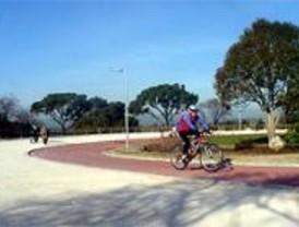 La Dehesa de la Villa cambia 20.000 coches diarios por la bicicleta y el peatón