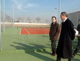 El polideportivo Gallur estrena 22 pistas de tenis y pádel, campo de fútbol y frontón