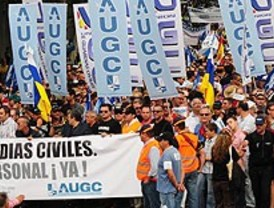 Miles de guardias civiles claman contra Interior al grito de