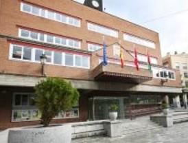 El PP abandona el pleno de Alcorcón tras la expulsión de un edil con una pegatina