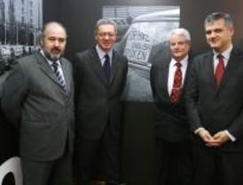 Una exposición muestra el siglo del taxi de Madrid