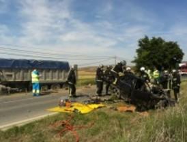 Fallece tras chocar con un camión en Villalbilla