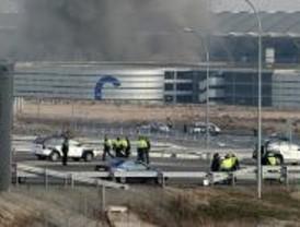 La explosión este sábado de un coche-bomba sumió a Barajas en el caos