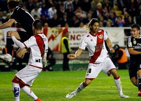 El Real Madrid reacciona y gana en Vallecas