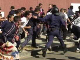 Dos policias y seis aficionados del Sevilla heridos en un enfrentamiento en la Plaza Mayor