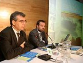 Madrid abre una estación de servicio de bioetanol que ya surte a una flota de cinco vehículos 'limpios'
