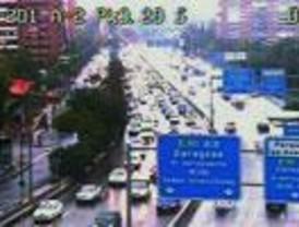 Las fuertes lluvias provocan 160 kilómetros de atascos en las carreteras de entrada a Madrid