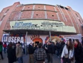 Desalojan un antiguo teatro 'okupado' de Usera