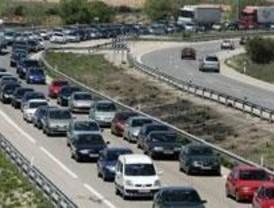 Retenciones en las salidas de Madrid al inicio del 'puente'